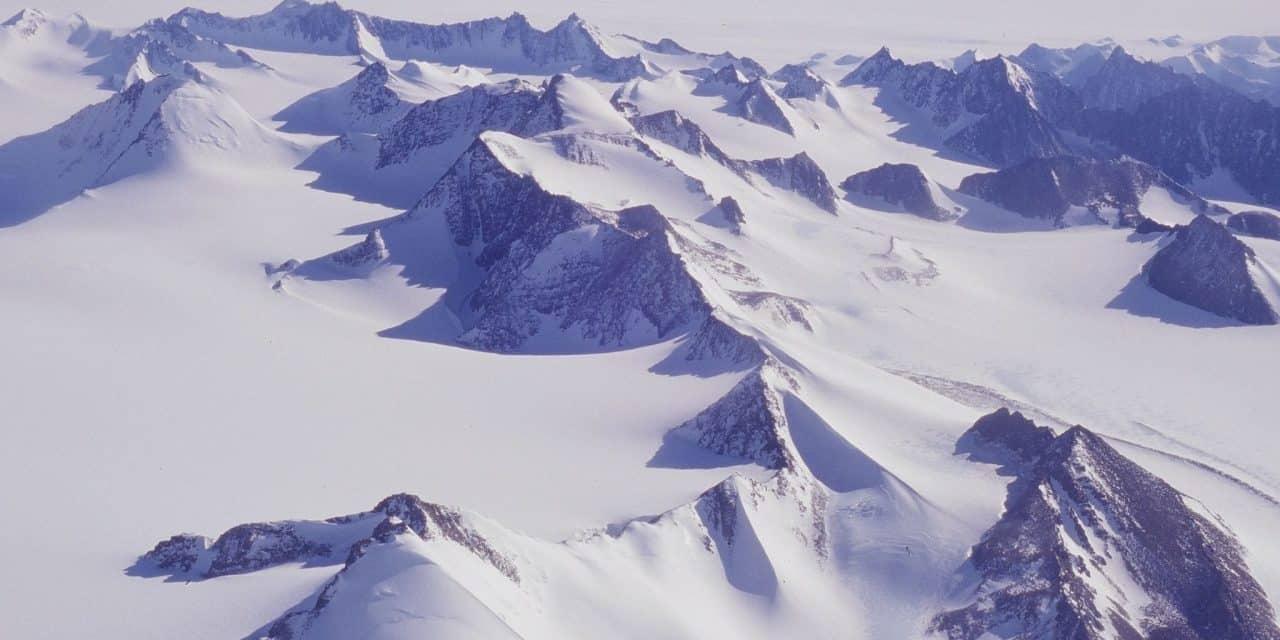 https://mytravelxp.com/wp-content/uploads/2021/08/antarctica-cg-mikeepstein-MTE-travellers-2048x1366-1-1280x640.jpg
