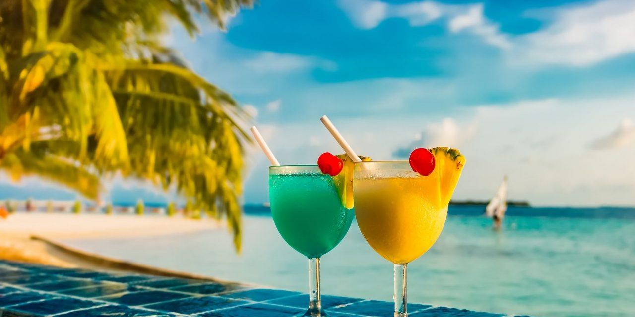 https://mytravelxp.com/wp-content/uploads/2021/10/cocktail-pool-beach-c-MTE-travellers-2048x1366-1-1280x640.jpg
